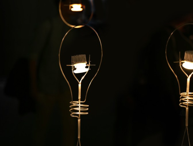 Svetilka Walking Bulb