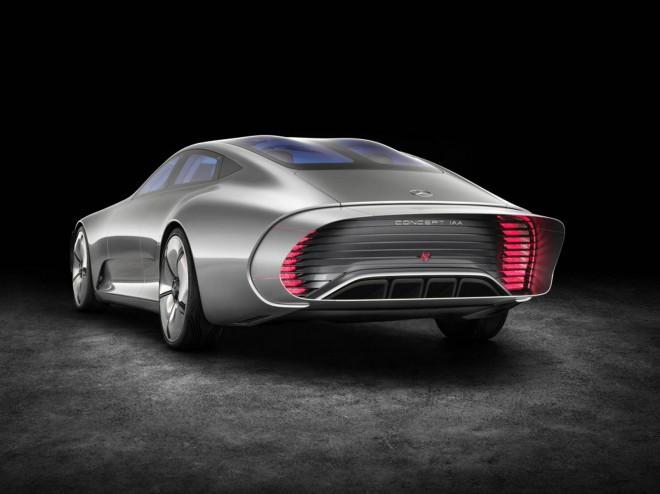 Mercedes-Benz Concept IAA našobi zadek za boljši pretok zraka.