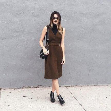 6. Strukturirana, modna obleka in gležnjarji