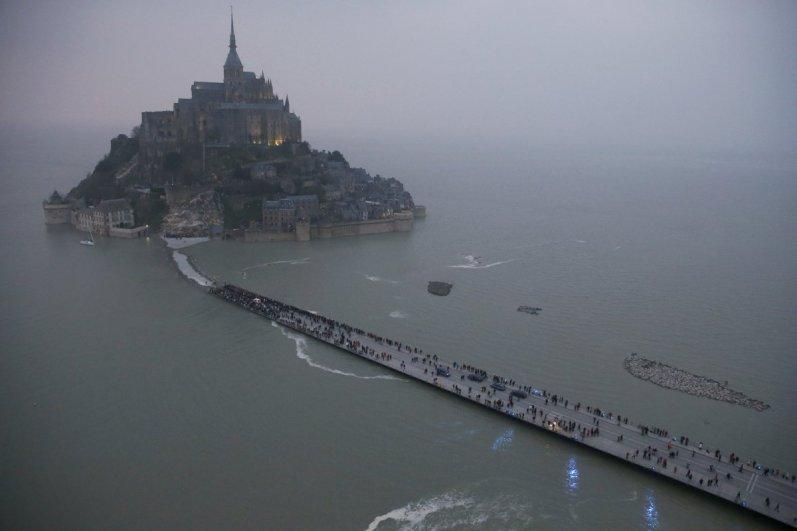 4. mesto: zračni posnetek francoskega ''čuda'' Mont Saint Michel