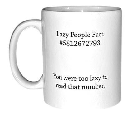 Skodelica z dejstvom o lenih ljudeh.