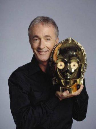 Anthony Daniels kot C-3PO iz Vojne zvezd