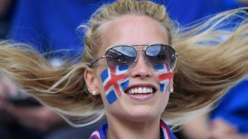 Navijačica Islandije