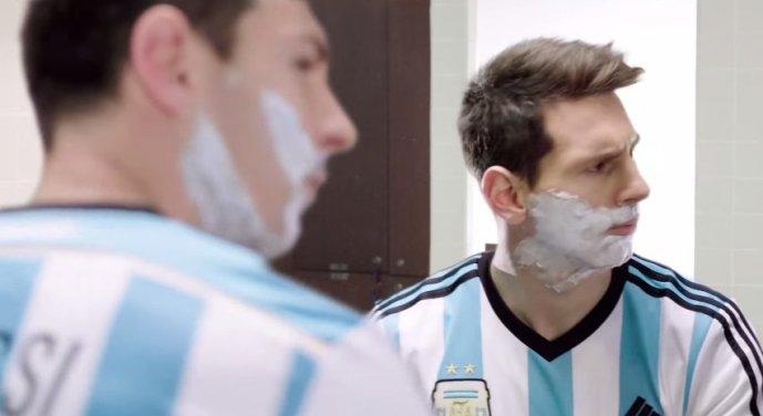 Messi se pojavlja v številnih oglasih. Pogodbo ima sklenjeno z znamkami, kot so Turkish Airlines, Gillette, EA, Pepsi in Tata Motors.