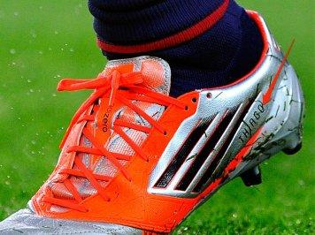 Messi ima imeni svojih otrok vgravirani na nogmetni čevelj.