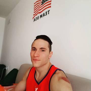 Ameriški telovadec Alexander Naddour