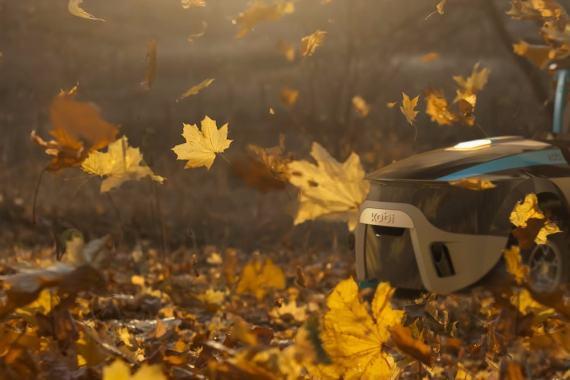Modularni robot Kobi kosi, puha listje in kida.
