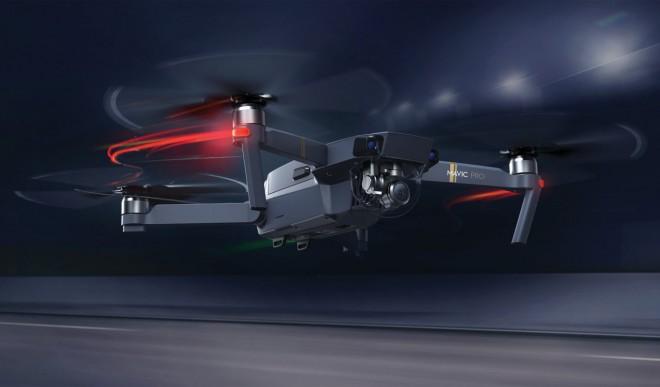 V zraku brni vse več dronov.