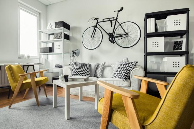 Morda pa je lahko tista velika prosta stena odličen prostor za vaše kolo (Foto: Shutterstock)