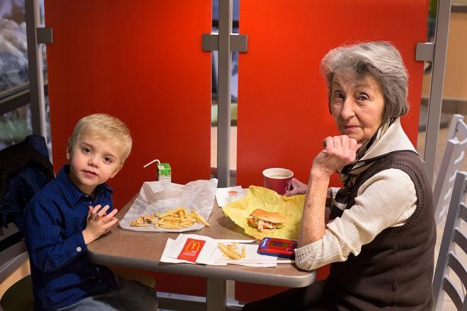 Starejši bodo sedaj v McDonald'su del osebja, ne le spremljevalci vnučkov in vnukinj.