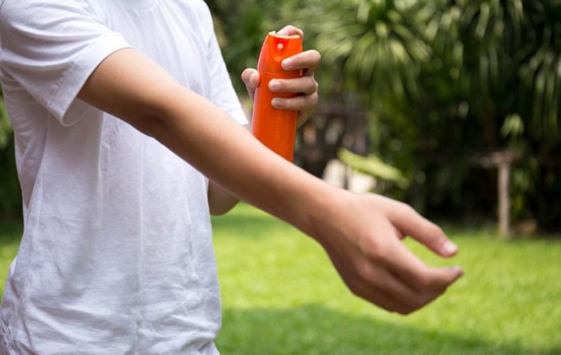 Po dveh letih repelent proti komarjem ne učinkuje več. Sončna krema pa ima slabši učinek že po enem letu.