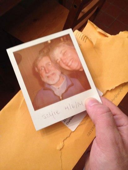 Starša sta mu selfi poslala po navadni pošti.