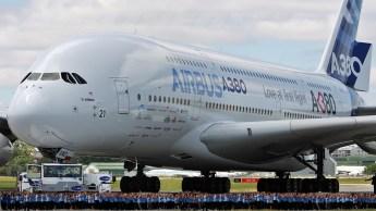 Airbus A380 je največje komercialno potniško letalo na svetu.