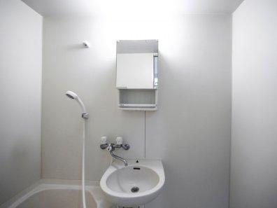 Ekstremno minimalistični domovi Japoncev: bolj asketsko skoraj ne gre.