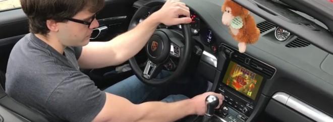 Igrico Doom je naložil kar na Porscheja 911.