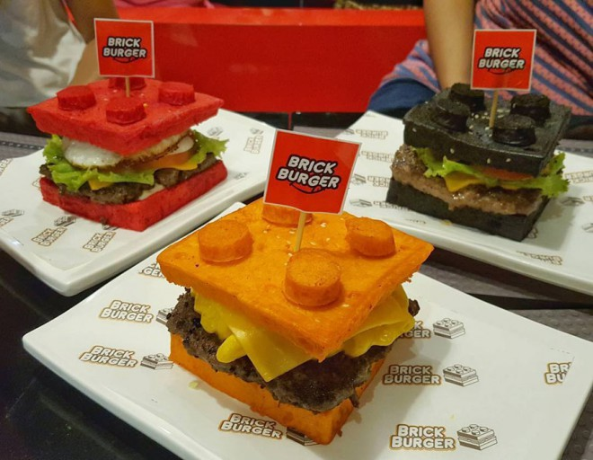 Lego burger je na voljo s kruhom različnih barv.