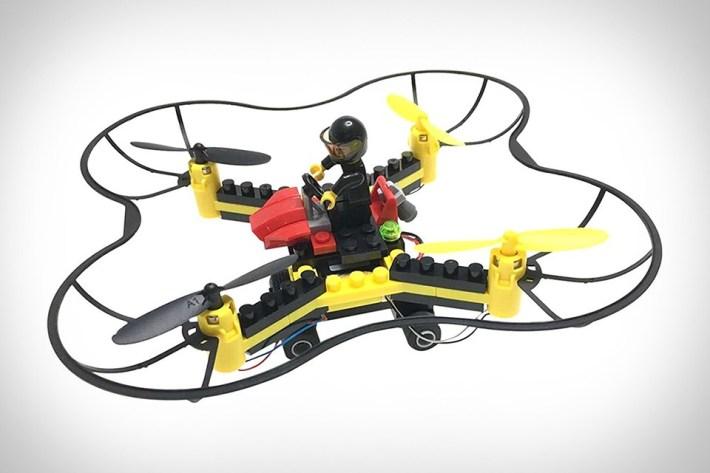 Dron iz kock Lego