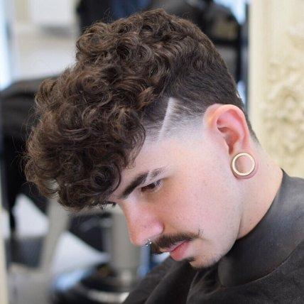 """Frizura """"taper"""" za kodraste lase"""