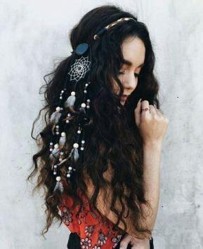 Dolgi valoviti lasje z okrasjem