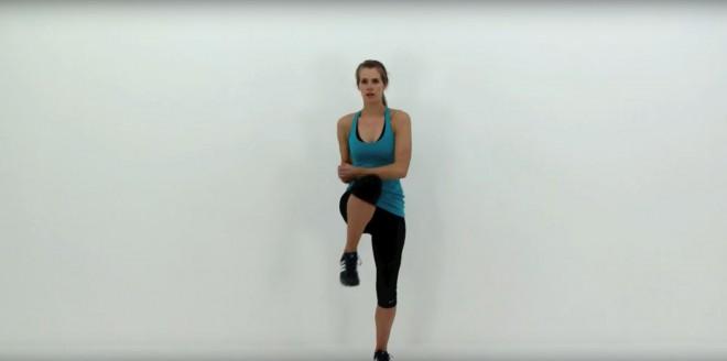 Pokrčena visoka kolena in roke