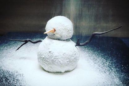 Sladica v obliki snežaka.