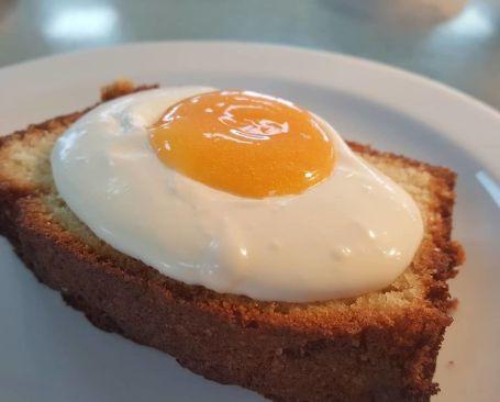 Sladica v obliki jajca.