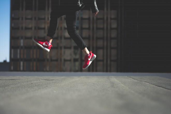 Navadni tekaški čevlji so dober približek zdravih čevljev