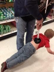 Tako se nosi otroka.