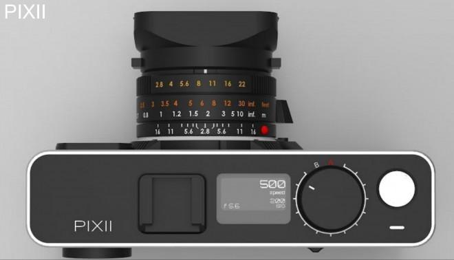 Omogočeno je tudi fotografiranje brez telefona.