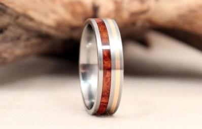 Zlati prstan z leseniimi elementi, WedgewoodRings; 361,82 evra