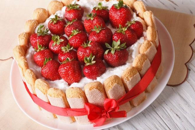 Jagodna torta iz piškotov