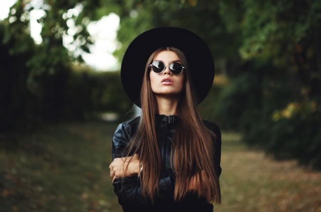 Črna barva odraža samozavest!