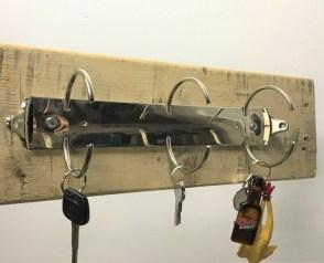 Držalo za ključe iz registratorja