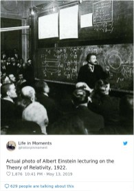 Resnična fotografija Alberta Einsteina, ki predava o teoriji relativnosti, 1922.