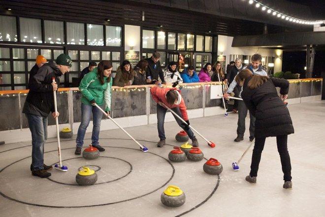 Na drsališču bo tudi možnost curlinga.
