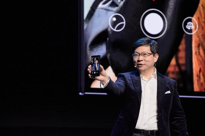 Direktor Huaweija Richard Yu na predstavitvi pametnega telefona Huawei Mate Xs