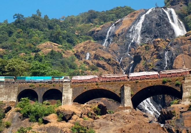 Mondovi Express na svoji progi prečka kar 2000 mostov.