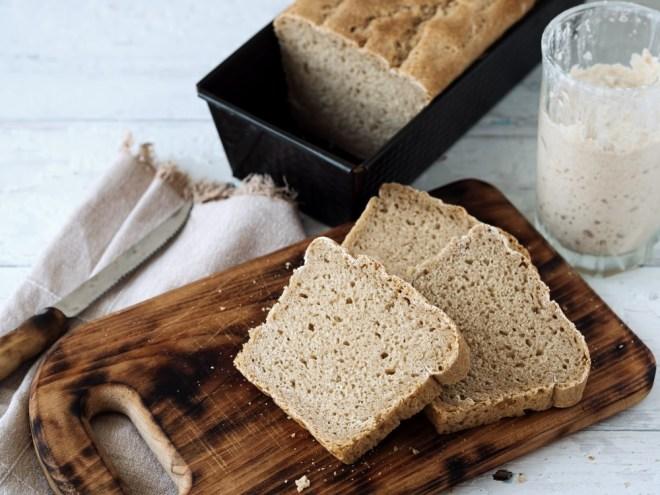 Pripravite kruh iz domače kvasa.