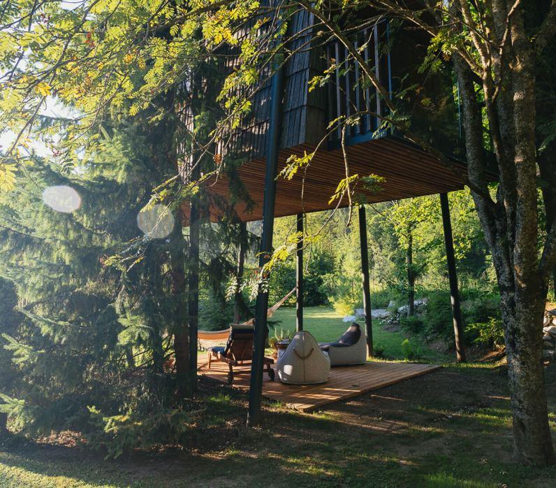 Hiška na drevesu, Luče (Foto: Raduha)