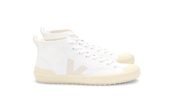 Platno za superge je narejeno iz organskega bombaža, ki ne vsebuje pesticidov. / Veja Shoes