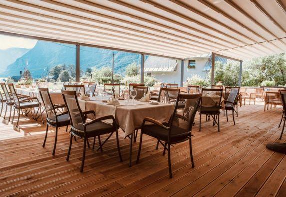 Kulinarično doživetje s pogledom na Bohinjsko jezero.