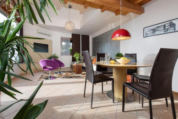 Apartmaji Pri nas (Foto: Booking.com)