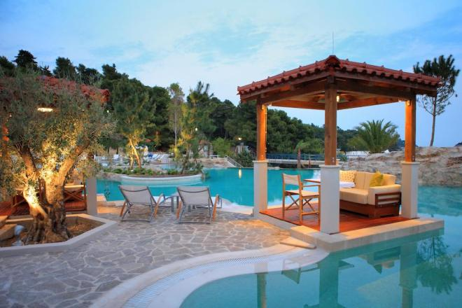 Bazen v hotelu Amfora Grand Beach Resort na Hvaru (Foto: Booking.com)