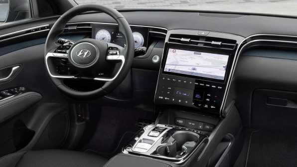 Revolucija oblikovanja se nadaljuje tudi v sami notrajnosti vozila, ki je popolnoma vesoljska. Hvalimo!