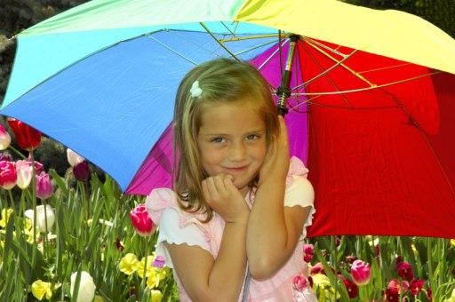 Jente med fargerik paraply
