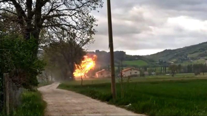 esplosione-in-un-edificio-a-gubbio,-in-un-video-le-fiamme-e-il-momento-dello-scoppio