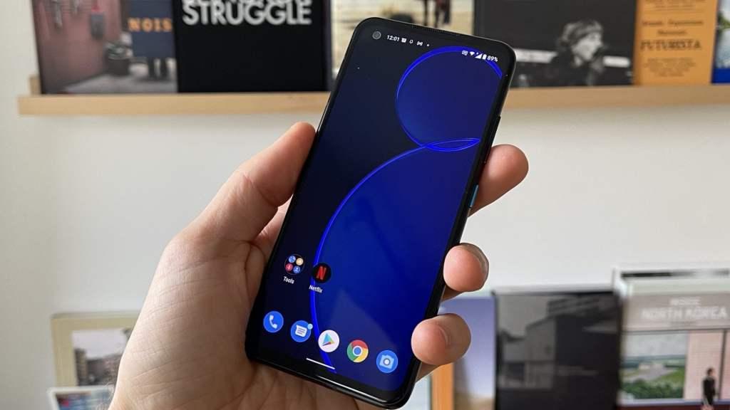 asus-zenfone-8,-torna-di-moda-lo-smartphone-android-compatto