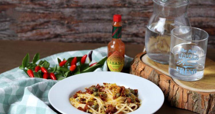 pasta-con-pomodori-secchi,-capperi-e-pangrattato