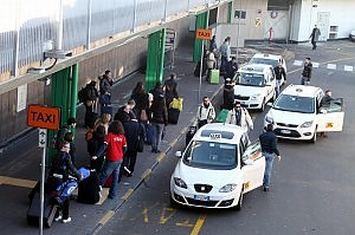taxi,-firmato-protocollo-di-intesa-tra-comune,-prefettura-e-sindacati-per-contrasto-abusivismo.