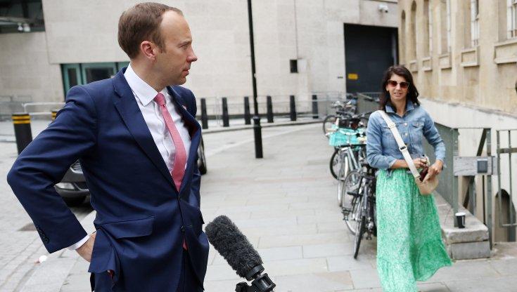 regno-unito,-il-ministro-hancock-si-dimette-per-lo-scandalo
